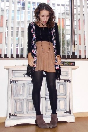 brown Mango shoes - black MORGAN shirt - camel Bershka skirt - red Zara vest