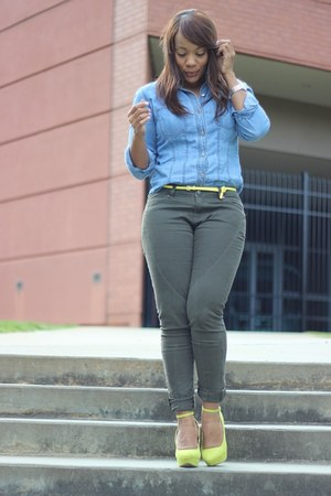yellow UrbanOG heels - army green f21 jeans - periwinkle Gap shirt