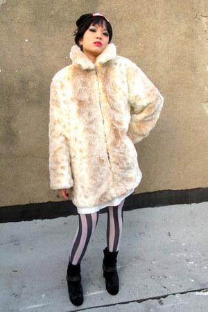 off white faux fur some velvet vintage coat