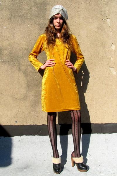 Velvet vintage dress advise you
