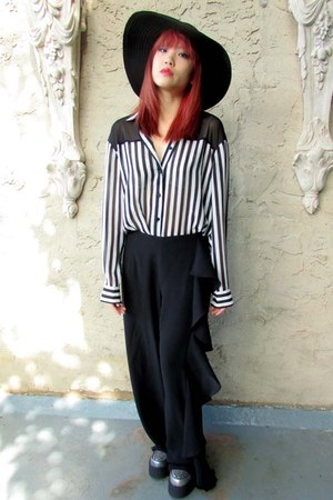 black ruffled some velvet vintage pants