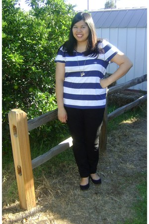 navy navy and white striped t-shirt - black skinny jeans jeans - black mini-wedg
