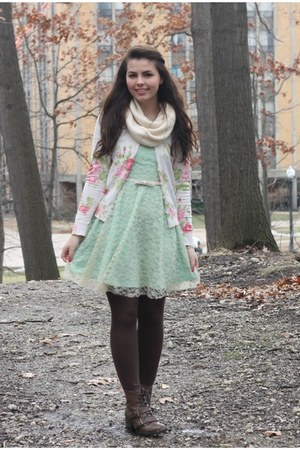 dark brown pink and pepper boots - light blue delias dress