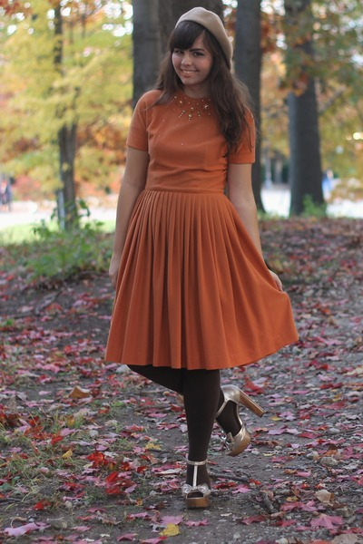 burnt orange thirfted vintage dress - gold Charlotte Russe heels