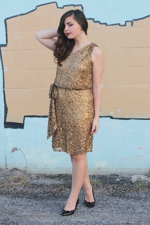 mustard Faviana dress - black thrifted heels