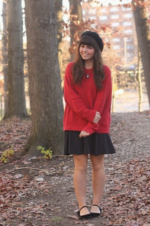 ruby red thrifted jumper - black Lulus flats