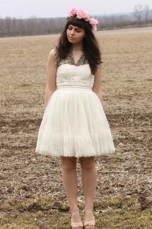 white LuLus dress - eggshell LuLus wedges