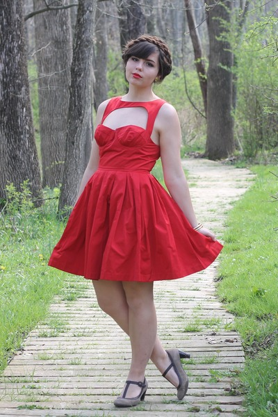 ruby red taffeta BB Dakota dress - tan thifted heels