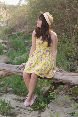 yellow Aeropostale dress - tan thrifted hair accessory