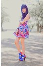 Hot-pink-full-printed-topshop-dress-blue-red-blue-gitchy-heels