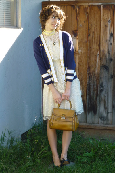 vintage dress - vintage shoes - 70s leather vintage purse