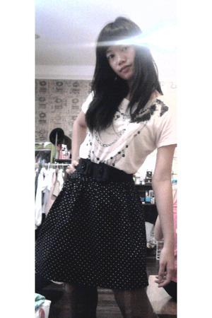 white Forever 21 t-shirt - black cotton on skirt - black belt - gray stockings -