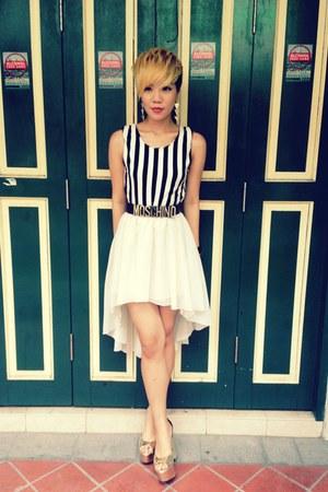 black stripes top - white asymmetrical shirt - gold metallic wedges