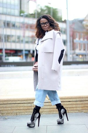 H&M coat - Azzedine Alaia boots - Valentino bag