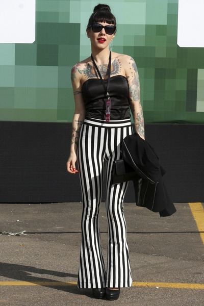 black espaço carioca glasses - black Luko top - black c&a pants