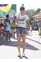 três cores shorts - Zara t-shirt - Converse sneakers
