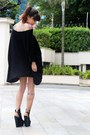 Black-líbera-blouse-black-melissa-sandals-charcoal-gray-lilac-necklace