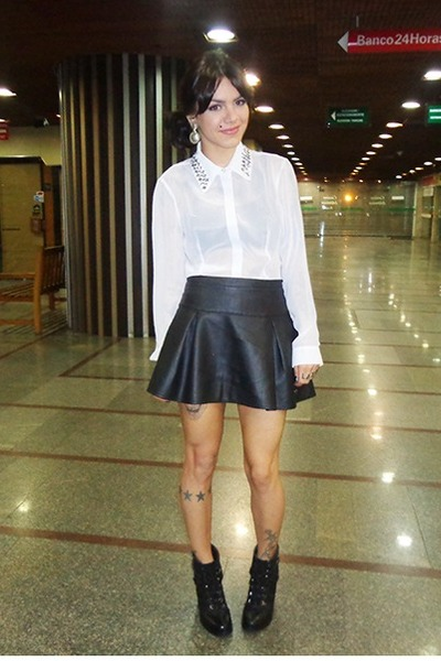 Black Leather C&A Skirts, Black Leather Renner Boots, White Madame ...
