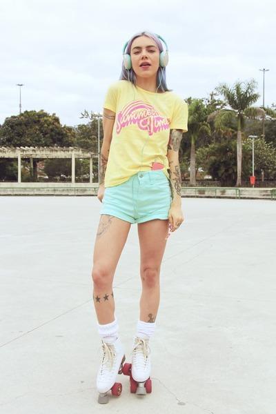 light yellow Jouer Couture shirt - aquamarine Marisa shorts