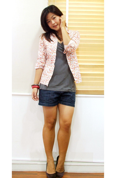 Lee Jeans shirt - Old Navy Outlet top - stolen from sis shorts - Chiangmai shoes