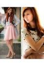 Camel-heels-light-pink-skirt