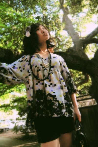 IRO top - H&M shorts - vintage Kirkland Signature wtf purse - Chie Mihara shoes