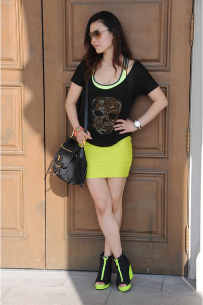 lime green mini skirt Ever New skirt - lime green H&M wedges - black t-shirt