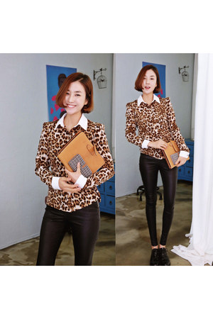 burnt orange leopard print Ssongbyssong shirt - black Ssongbyssong leggings