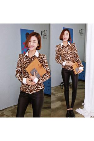 burnt orange leopard print Ssongbyssong shirt - black Ssongbyssong leggings