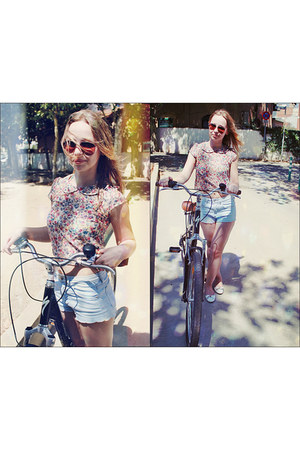 light blue denim shorts Topshop shorts - light yellow floral print Newlook top