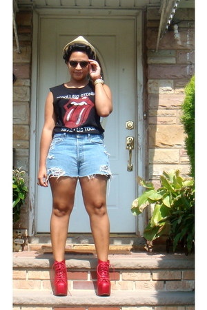 Urban Outfitters shirt - Levis shorts