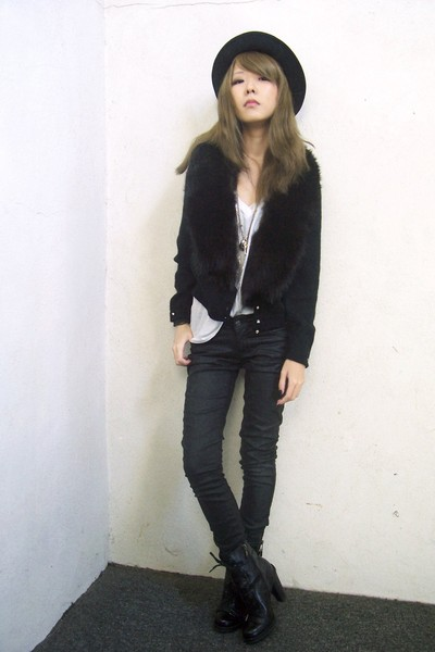 black vintage sweater - black Guess boots - black H&M pants
