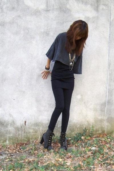 gray t-shirt - black leggings aa - black Forever 21 top
