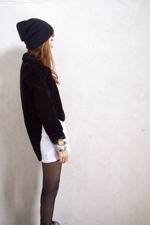 black velvet vintage jacket - black H&M hat - white t-shirt
