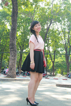 black Aldo heels - red Yuri shop bag - black Oversize shop skirt