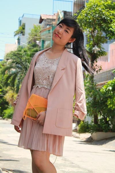 carrot orange bag - beige dress - tan blazer - heather gray heels