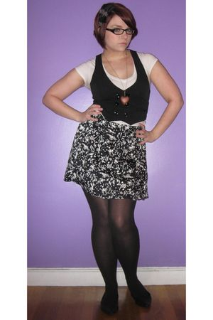 black Forever 21 skirt - black Forever 21 vest - gray So Good Jewelry accessorie