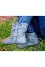 Boots-jeans-shirt-vest