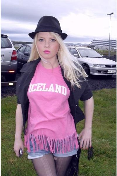 pink vintage - blue Levis shorts - black Primark hat