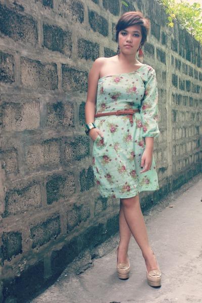 beige loafers loafers - vintage dress dress - earrings earrings