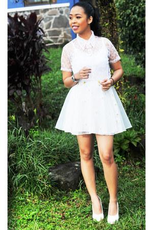 white Steve Madden pumps - white organza skirt - white lace blouse