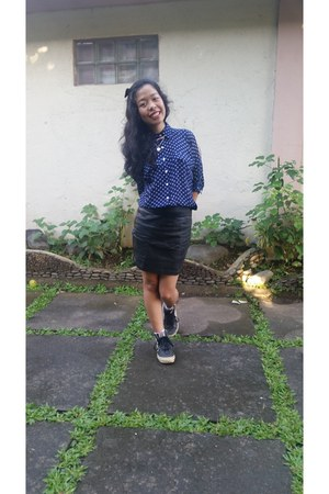 black leather Vans sneakers - black faux leather Topshop skirt