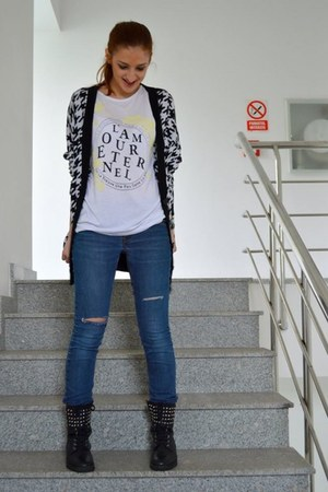 turquoise blue denim jeans - off white Local store t-shirt