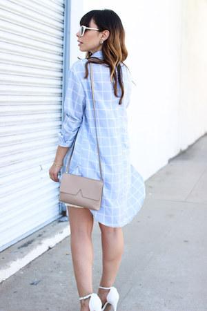 white strappy Boohoo heels - tan shoulder bag vince bag