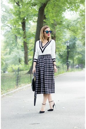white black and white lulus sweater - black checkered midi Joa skirt