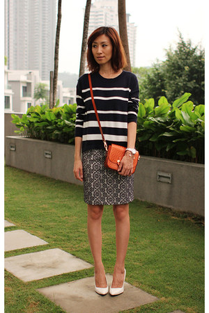 white Zara heels - navy Gap sweater - TODs bag