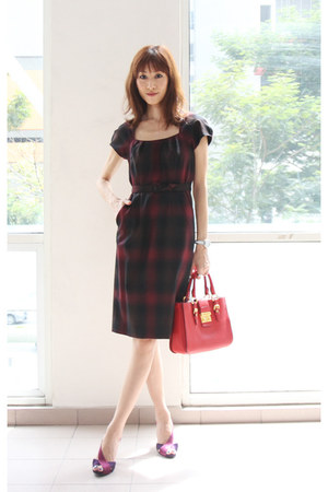 crimson banana republic dress - red Miu Miu bag - maroon Guess heels