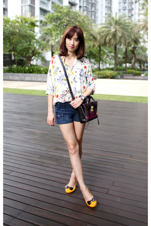 Melissa flats - 31 Phillip Lim bag - blue Guess shorts - floral print Zara top