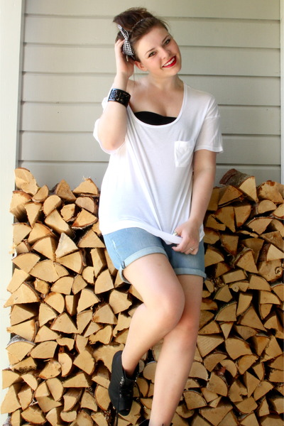 white unknown t-shirt - blue Zara shorts - black unknown accessories - black H&M