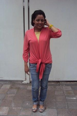 basic pull&bear jeans - basic Zara shirt - oversized gift cardigan - floral capa
